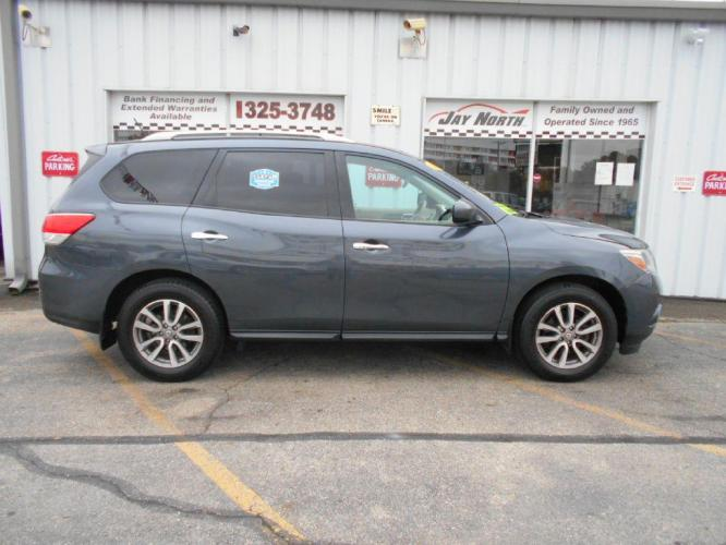 2014 GRAY NISSAN PATHFINDER SV (5N1AR2MM9EC) with an 3.5L engine, Continuously Variable transmission, located at 501 E. Columbia St., Springfield, OH, 45503, (800) 262-7122, 39.925262, -83.801796 - Photo #0