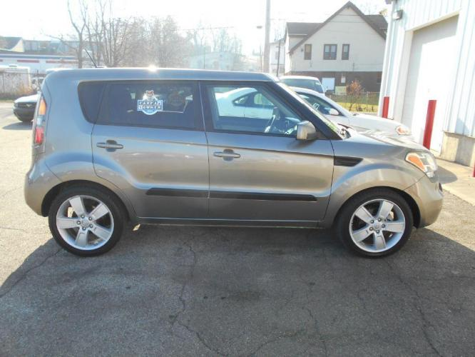 2011 GRAY KIA SOUL ! (KNDJT2A21B7) with an 2.0L engine, Automatic transmission, located at 501 E. Columbia St., Springfield, OH, 45503, (800) 262-7122, 39.925262, -83.801796 - Photo #0